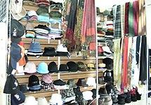 шляпы в магазине
